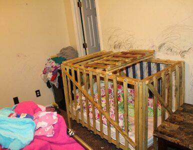 Zamykali dzieci w drewnianych klatkach. Policja zatrzymała trzy osoby z...