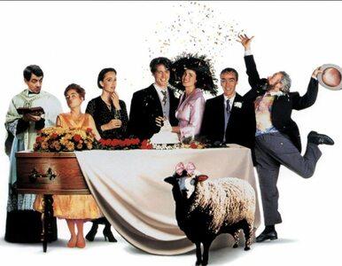 """""""Cztery wesela i pogrzeb"""" powrócą jako serial. Andie MacDowell dostanie..."""