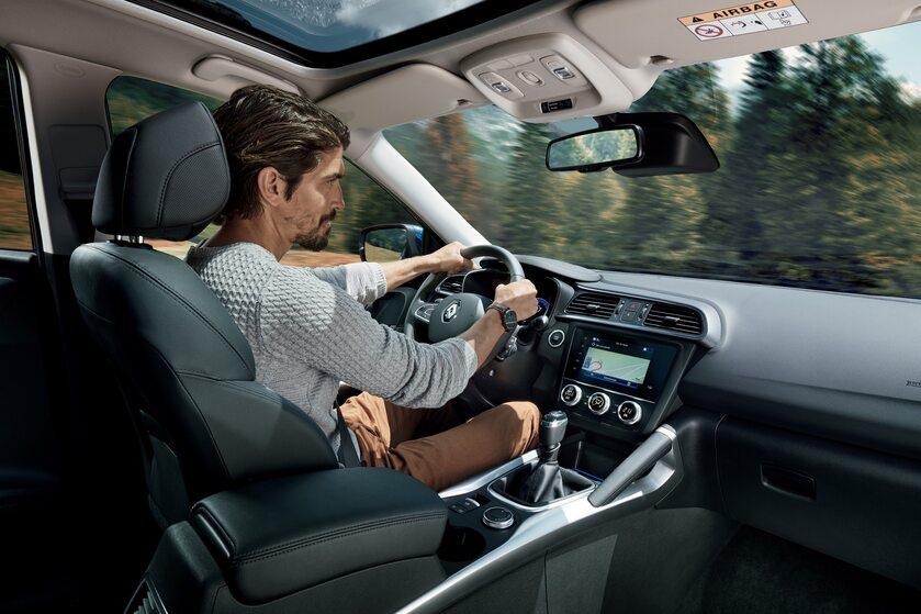 Podczas jazdy kierowca powinien być skupiony na jednym: drodze