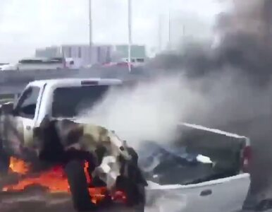 Uratował kierowcę z pożaru auta. Reszta gapiów filmowała...