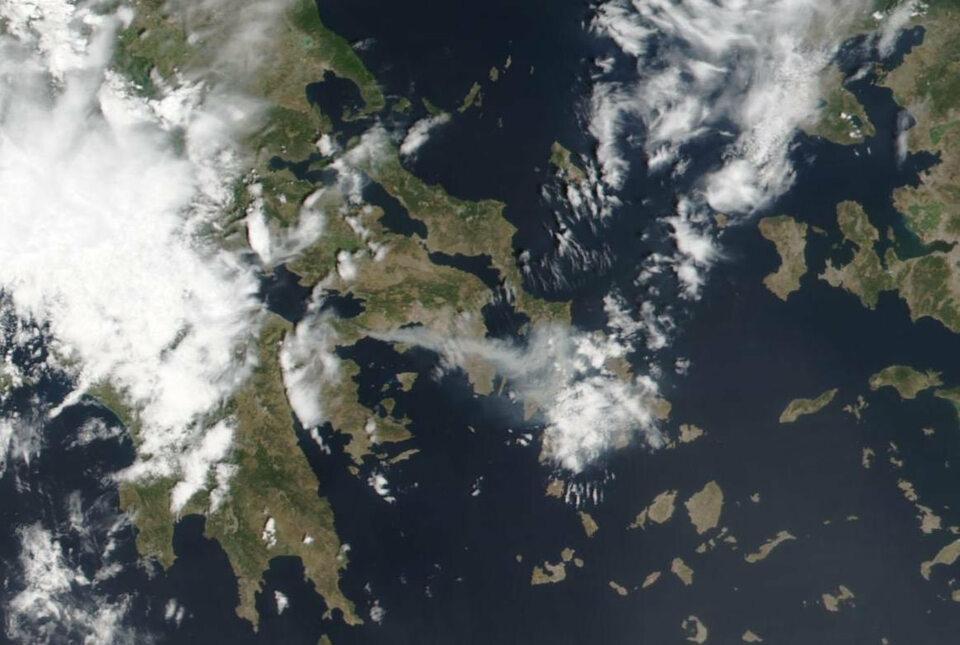 Pożary wGrecji widziane zkosmosu. Zdjęcia satelitarne