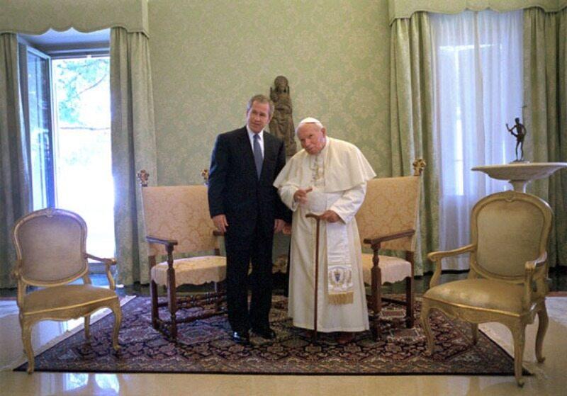 Jan Paweł II i George Bush w 2001 roku