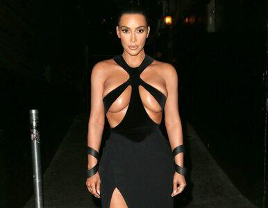Kim Kardashian szokuje strojem