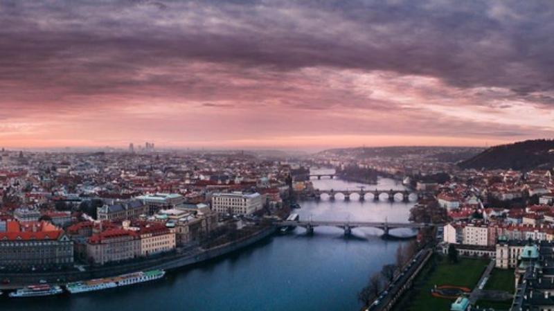 PFN składa życzenia z okazji Wielkanocy. Publikuje zdjęcie z czeskiej Pragi