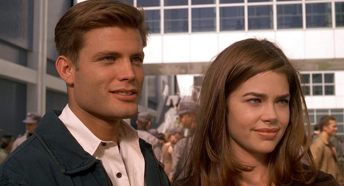 "Denise Richards i Casper Van Dien w ""Żołnierze kosmosu"" (1997)"