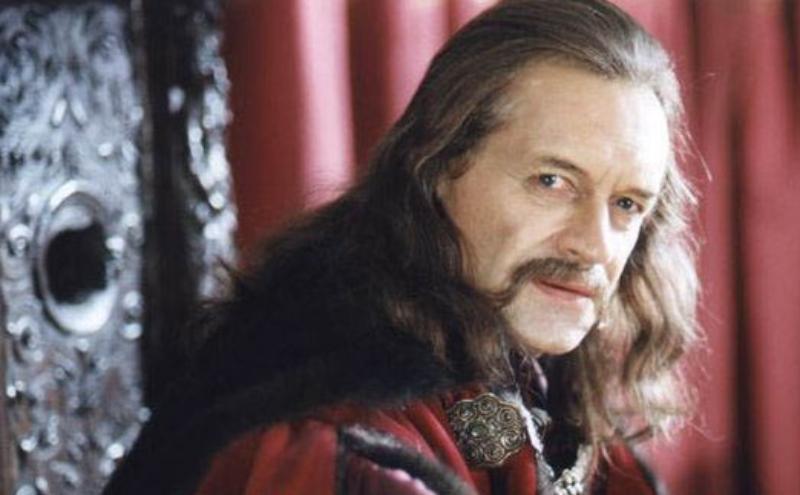 """Andrzej Seweryn jako książę Jeremi Michał Wiśniowecki w filmie """"Ogniem i mieczem"""" (1999)"""