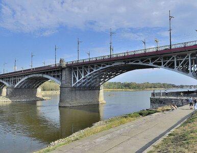 Warszawa. Dwóch mężczyzn rzuciło się do Wisły z dwóch różnych mostów