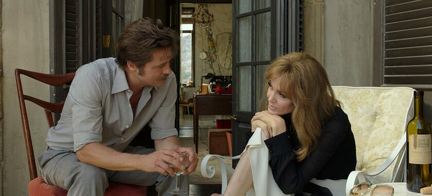 """Brad Pitt i Angelina Jolie w filmie """"Nad morzem"""" (2015)"""