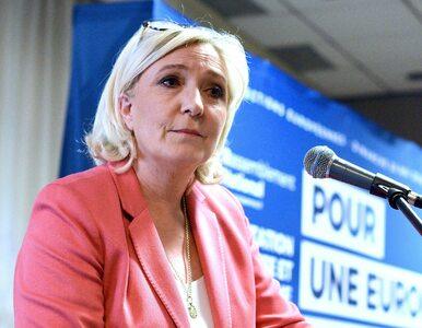 """Marine Le Pen wykonała ręką gest """"OK"""". Zachodnie media oskarżają ją o..."""