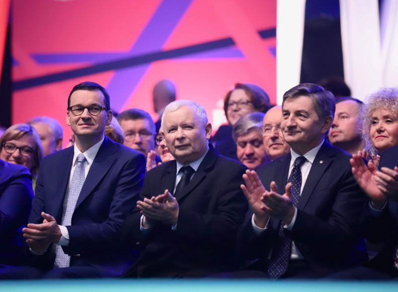 Mateusz Morawiecki, Jarosław Kaczyński i Marek Kuchciński na konwencji PiS