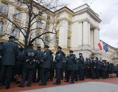 Celnicy chcą być jak policjanci, więc... milczeli pod Kancelarią Premiera