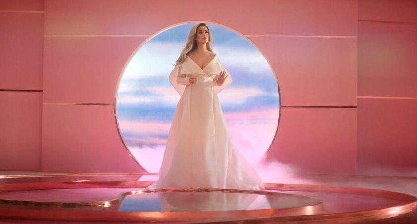 """Katy Perry w teledysku """"Never Worn White"""""""