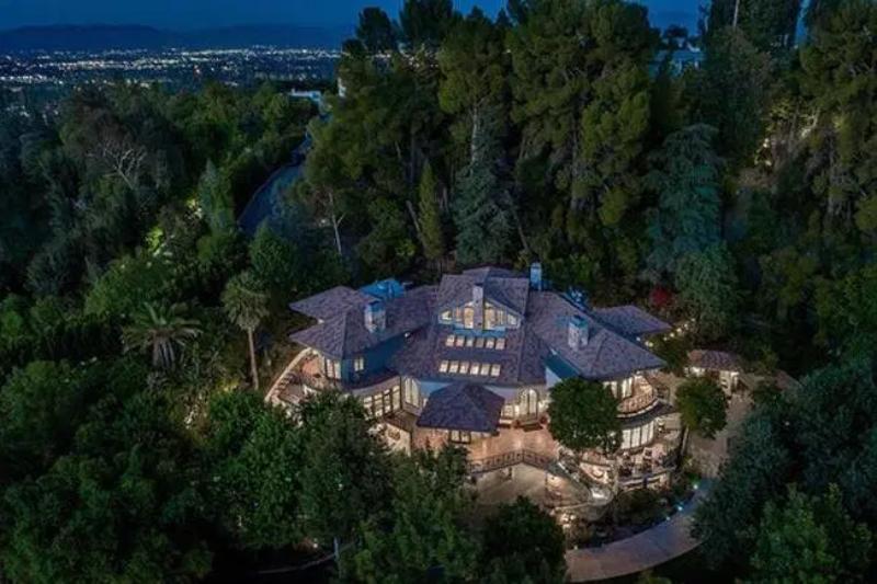 Dom Seleny Gomez w Encino w Los Angeles