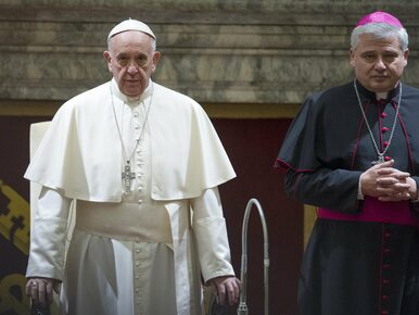 Kardynał Krajewski przywrócił prąd w kamienicy. Prokuratura wszczęła...