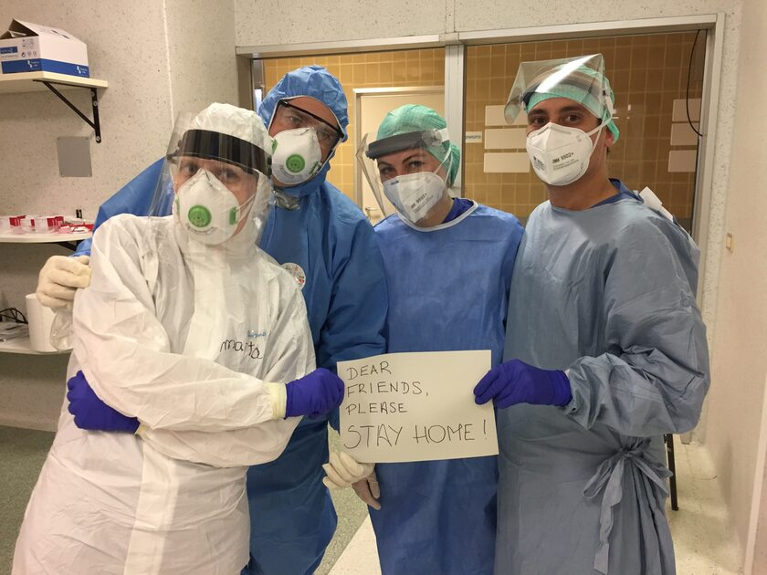 Polsko-włloska ekipa lekarzy apeluje ze szpitala: Zostańcie w domu!