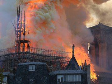 NA ŻYWO: Pożar katedry Notre Dame. Prokuratura wszczęła śledztwo