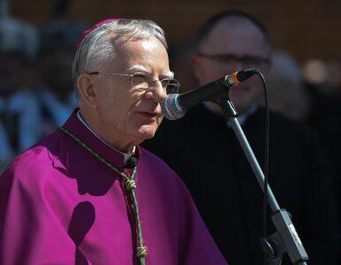 """Abp Jędraszewski odprawiał mszę, oni protestowali. """"Wstyd nam za ciebie"""""""