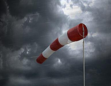 Silne podmuchy wiatru i oblodzone drogi. Ostrzeżenia IMGW dla 11 województw