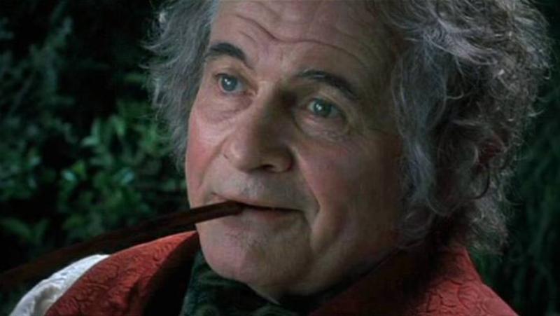 """Ian Holm jako Bilbo Baggins w filmie """"Władca pierścieni: Drużyna Pierścienia"""""""