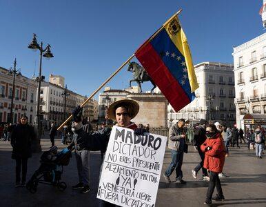"""Lider opozycji w Wenezueli ogłosił się """"tymczasowym prezydentem"""". Poparł..."""